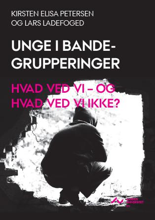 Cover for Unge i bandegrupperinger. Hvad ved vi – og hvad ved vi ikke? En forskningsopsamling over national og international viden om unge i bander
