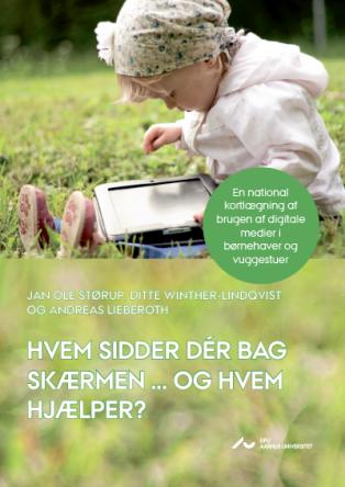 Forsidebillede til Hvem sidder dér bag skærmen … og hvem hjælper? : National kortlægning af brugen af digitale medier i børnehaver og vuggestuer